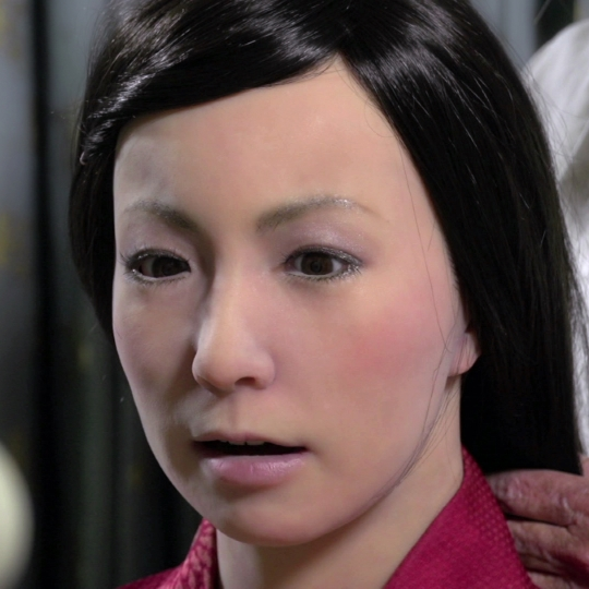 Like A Person – Humanoid Robots In Performance