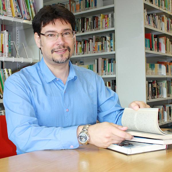 Portrait of Dr Raffaele Pernice (UNSW)